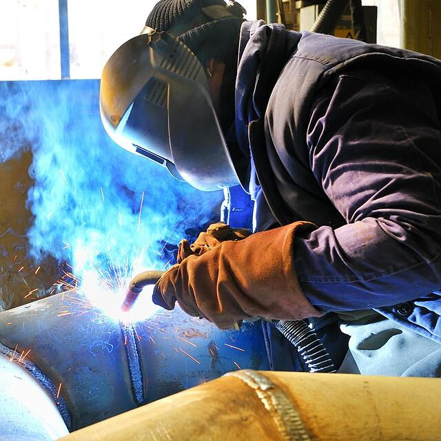 mig-welding-a-large-pipe.jpg